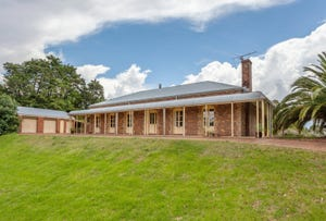 22 Hilltop Crescent, Blue Mountain Heights, Qld 4350
