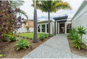 18 Hume Parade, Paradise Point, Qld 4216