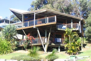 94 Tramican Street, Point Lookout, Qld 4183