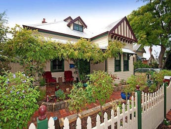 Weatherboard victorian house exterior with picket fence & window awnings - House Facade photo 1603057