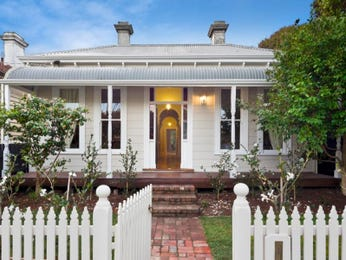 Corrugated iron victorian house exterior with picket fence & landscaped garden - House Facade photo 525289