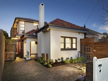 Pavers californian bungalow house exterior with sash windows & landscaped garden - House Facade photo 525901