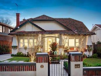 Brick californian bungalow house exterior with bay windows & landscaped garden - House Facade photo 522869