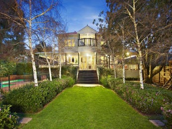 Weatherboard edwardian house exterior with balustrades & hedging - House Facade photo 527057