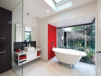Modern bathroom design with freestanding bath using frameless glass - Bathroom Photo 524669