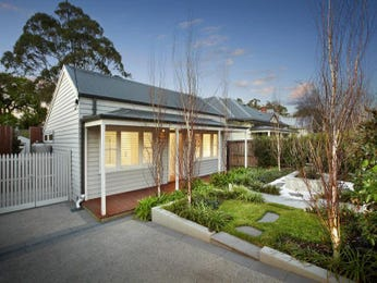 Weatherboard victorian house exterior with porch & landscaped garden - House Facade photo 1603021