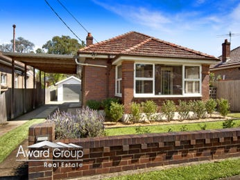 Brick californian bungalow house exterior with brick fence & hedging - House Facade photo 526993