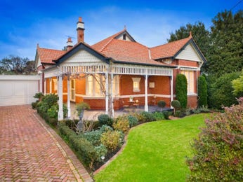 Brick edwardian house exterior with porch & hedging - House Facade photo 525909