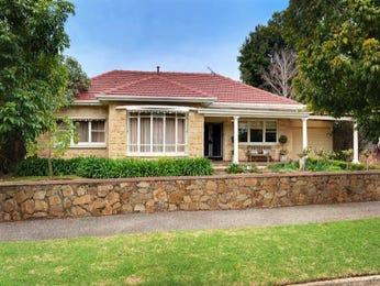 Sandstone art deco house exterior with brick fence & landscaped garden - House Facade photo 525797
