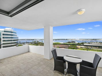 215/105 Scarborough Street, Southport, Qld 4215