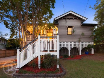 64 Real Avenue, Norman Park, Qld 4170
