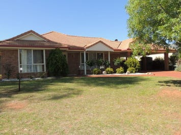 30 Goldfinch Court, Murray Downs, NSW 3585
