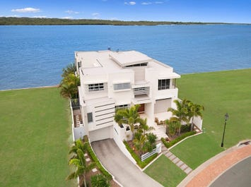 13 Parklane Terrace, Sovereign Islands, Qld 4216