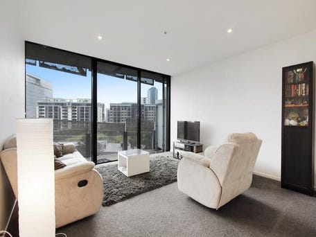 404/12 Waterview Walk, Docklands