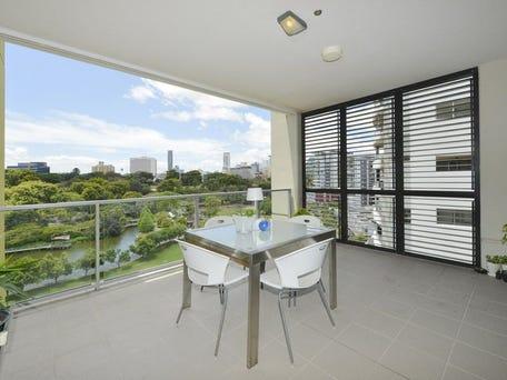 7114/7 Parkland Boulevard, Brisbane