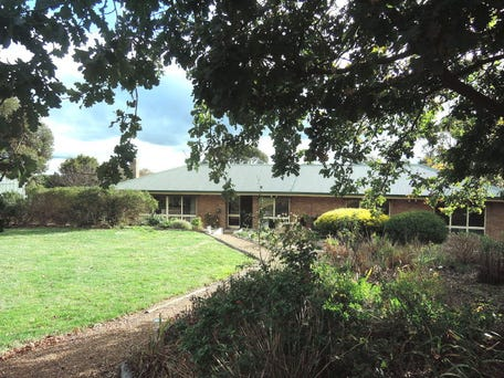 122 Benson Road, Gisborne South