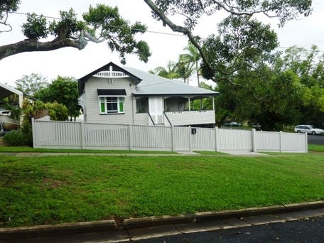 86 Yundah Street, Shorncliffe, Qld 4017