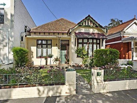 1042 Drummond Street, Carlton North