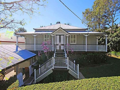 View the queenslander photo collection on home ideas for Queenslander home designs australia