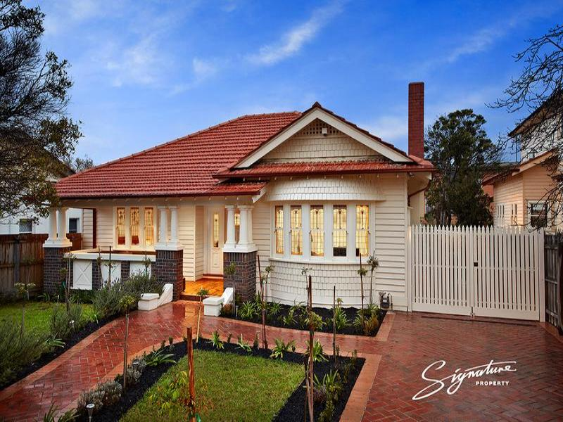 Weatherboard californian bungalow house exterior with bay for Californian bungalow front door