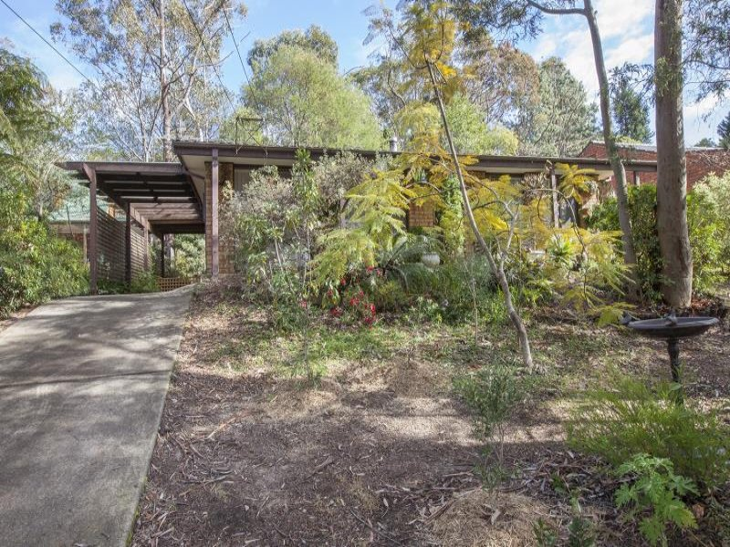 11 Wide View Avenue, Woodford