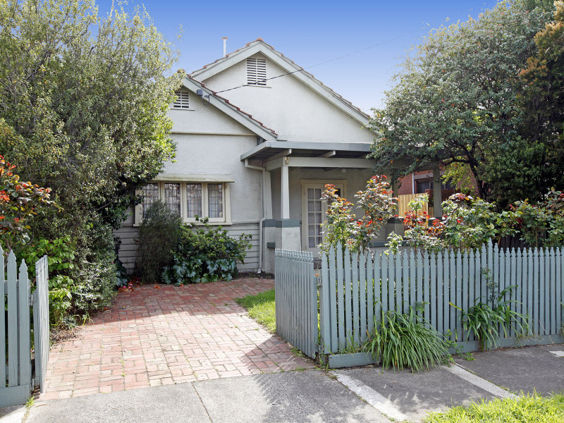 ... with picket fence & window awnings - House Facade photo 526897