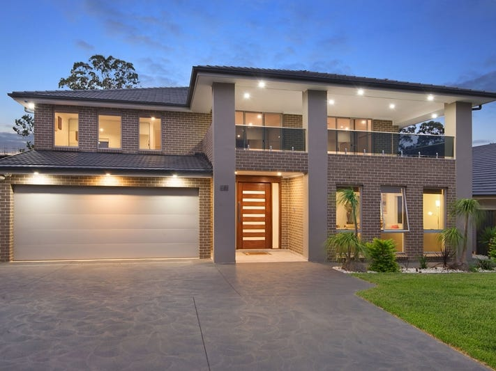 "Sophisticated style and superb quality 时尚高档的住宅 这是一处位于""新南威尔士州 2155, 凯利威尔, 17 Blue Wren Way""的独栋别墅,它拥有6间卧室,4间浴室,2间车库,占地面积约为701.00平方米。 此房源拥有书房、内置衣柜、警报系统、对讲系统等室内设施。"