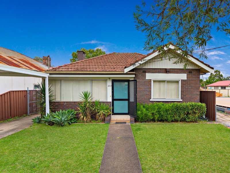 悉尼独栋别墅Greenacre区 213 Noble Avenue