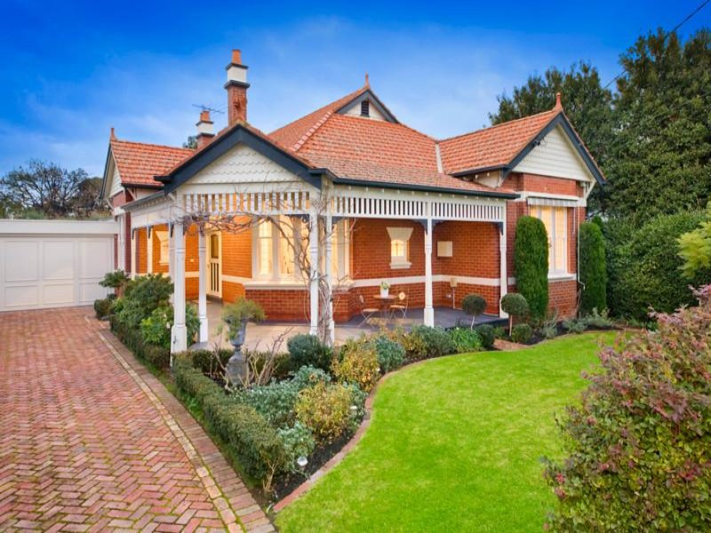 Brick edwardian house exterior with porch & hedging - House Facade ...