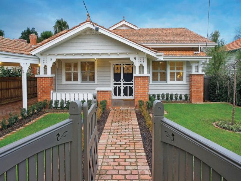 Brick californian bungalow house exterior with balustrades for Californian bungalow front door