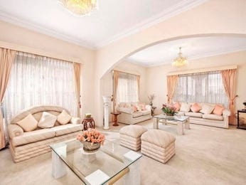 Open plan living room using pink colours with carpet & floor-to-ceiling windows - Living Area photo 441490
