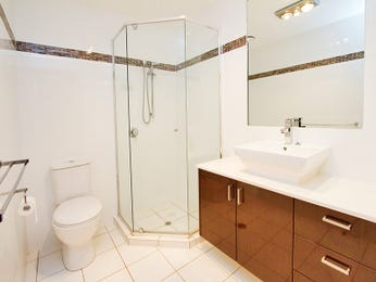 Classic bathroom design with claw foot bath using tiles - Bathroom Photo 414339