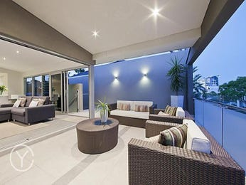 Outdoor living design with glass balustrade from a real Australian home - Outdoor Living photo 743402