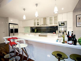 Modern kitchen-dining kitchen design using floorboards - Kitchen Photo 420266