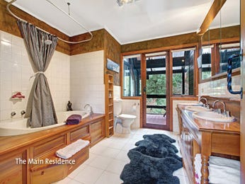 Country bathroom design with floor-to-ceiling windows using timber - Bathroom Photo 8727737