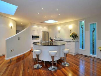 Modern island kitchen design using floorboards - Kitchen Photo 971481
