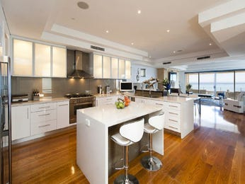 Modern open plan kitchen design using floorboards - Kitchen Photo 7304401