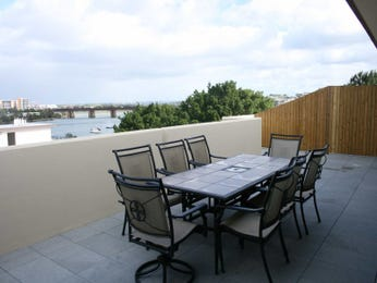 Outdoor living design with balcony from a real Australian home - Outdoor Living photo 442301