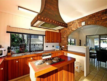 Modern open plan kitchen design using wood panelling - Kitchen Photo 17689461