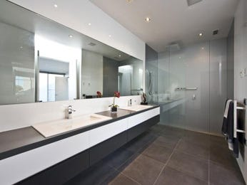 Modern bathroom design with twin basins using frameless glass - Bathroom Photo 6992513