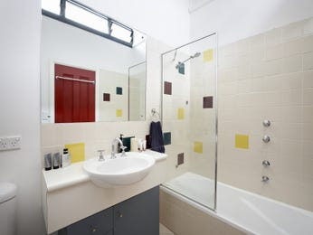 Art deco bathroom design with recessed bath using ceramic - Bathroom Photo 100789