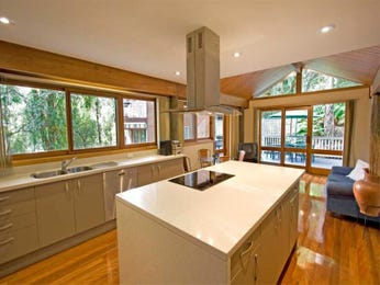 Modern island kitchen design using floorboards - Kitchen Photo 503588