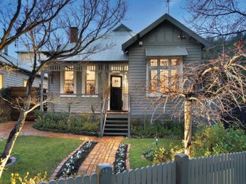Corrugated iron edwardian house exterior with picket fence & landscaped garden - House Facade photo 101639