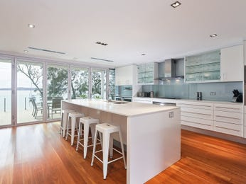 Frosted glass in a kitchen design from an Australian home - Kitchen Photo 14919289