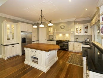 Chandelier in a kitchen design from an Australian home - Kitchen Photo 1163460