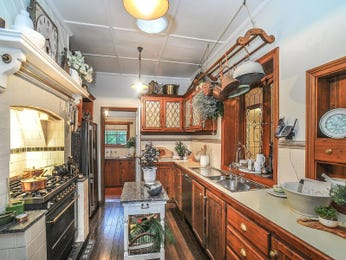 Country galley kitchen design using wood panelling - Kitchen Photo 8081837