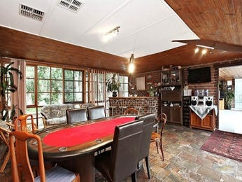 Classic dining room idea with carpet & bar/wine bar - Dining Room Photo 103488