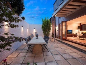 Outdoor living design with retaining wall from a real Australian home - Outdoor Living photo 1077543