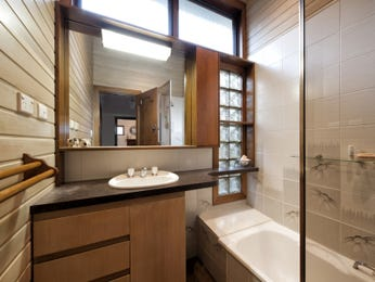Frameless glass in a bathroom design from an Australian home - Bathroom Photo 17239717