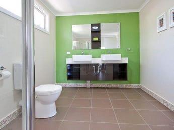 Modern bathroom design with twin basins using ceramic - Bathroom Photo 815098